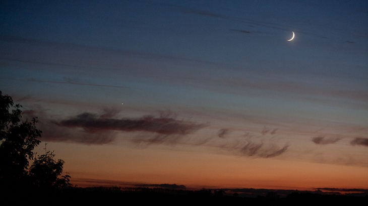 new-moon-and-venus-from-patio